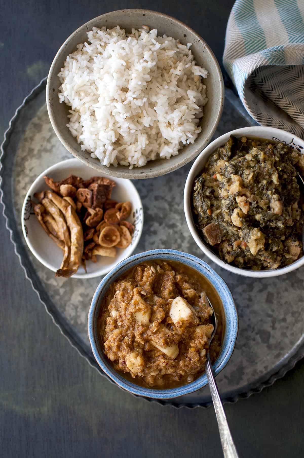 Tray with Andhra meal with bowls of chutney, bachali koora, rice and vadiyalu