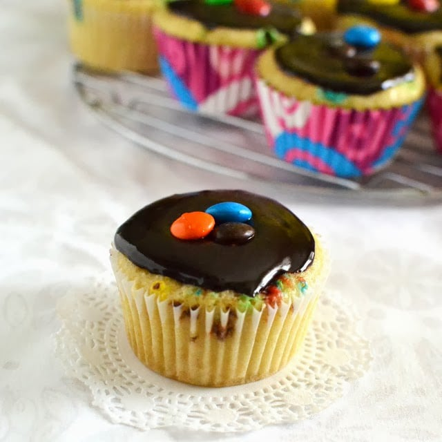 confetti-candy-aka-mm-cupcakes-with-fudge-frosting-eggless-recipe.46971.jpg