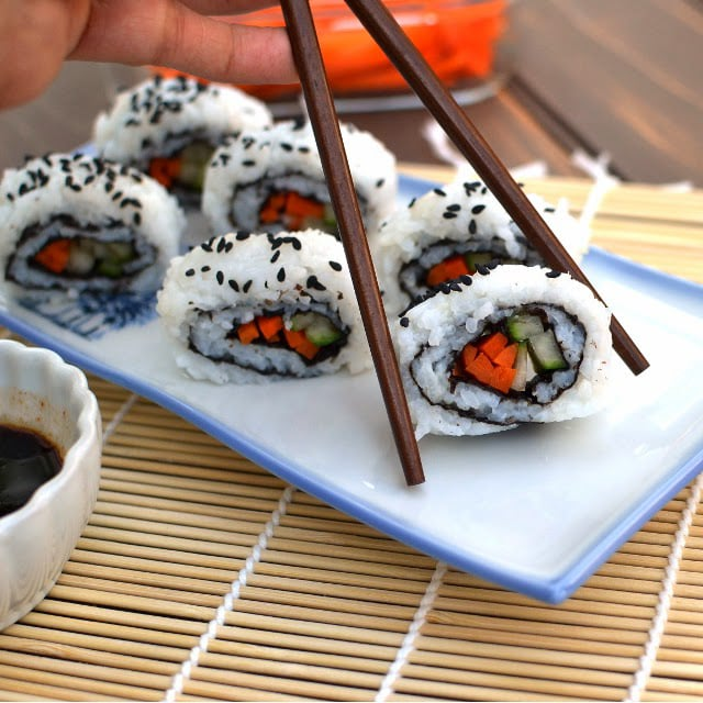 cucumber-carrot-california-sushi-roll-vegan-recipe.46171.jpg