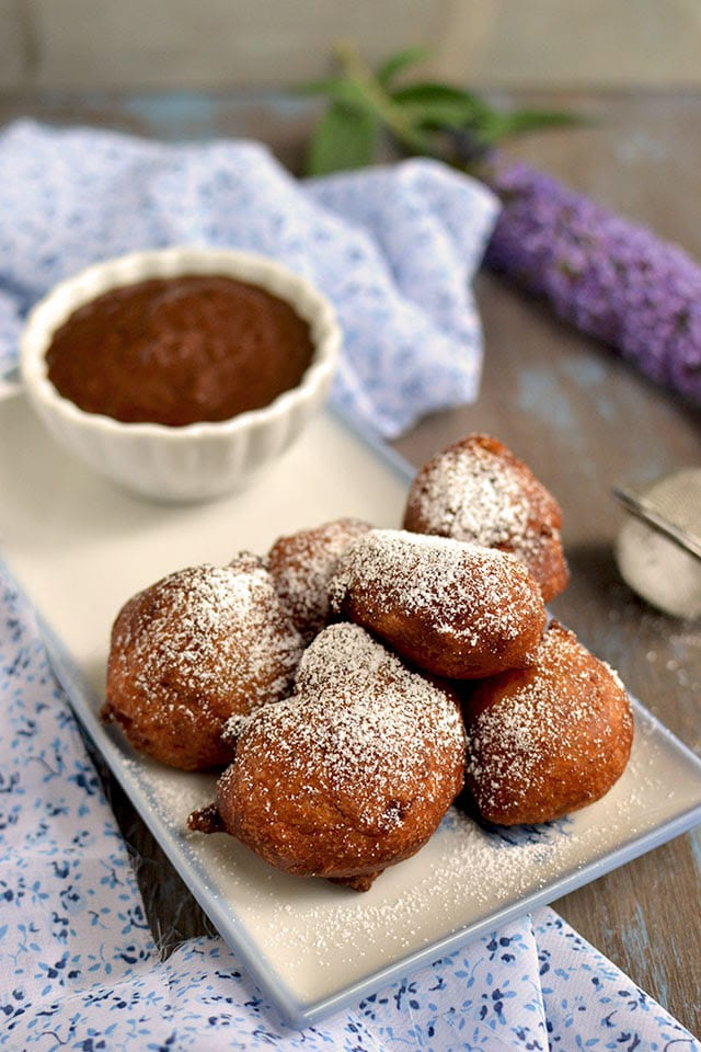 vegan-banana-doughnuts-with-chocolate-fudge-sauce.44622.jpg
