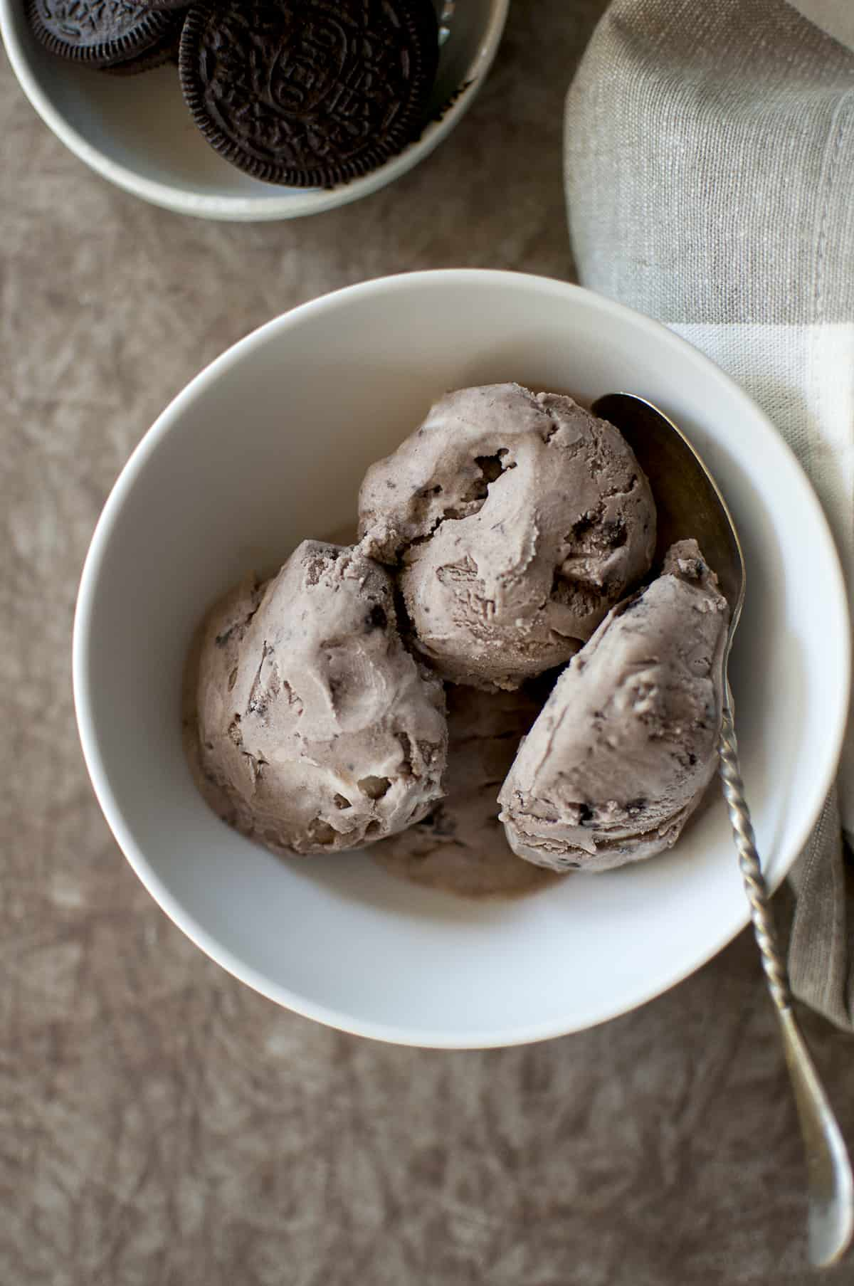 White bowl with 3 scoops of cookies and cream ice cream