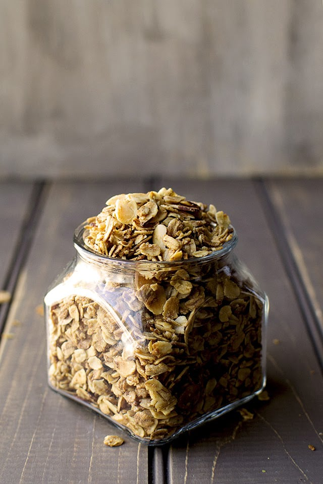easy-granola-with-almonds.43507.jpg