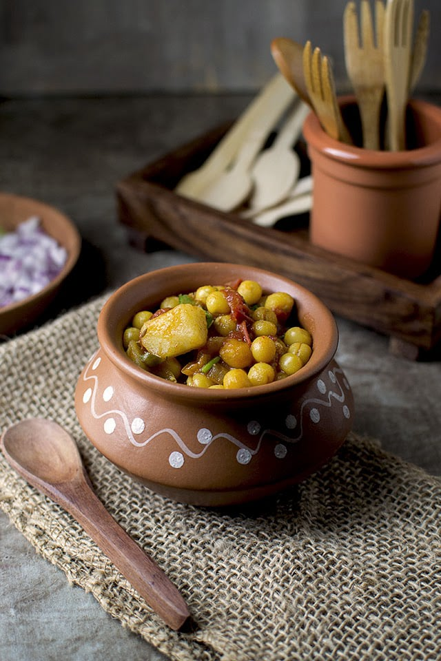 ghugni-bengali-street-food-with-dried-peas.43559.jpg