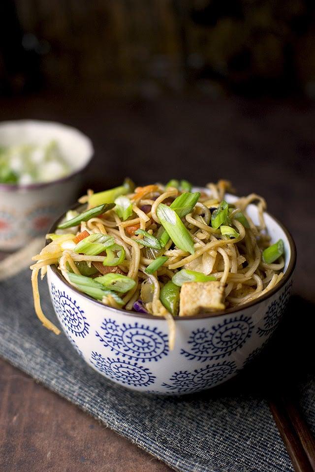 hakka-noodles-indo-chinese-noodles-with-vegetables.43550.jpg