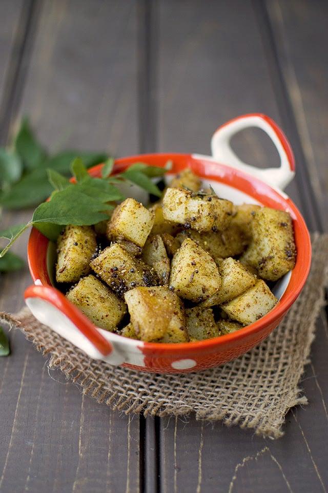 potato-curry-leaf-curry-aloo-karivepaku-podi-kura.43460.jpg