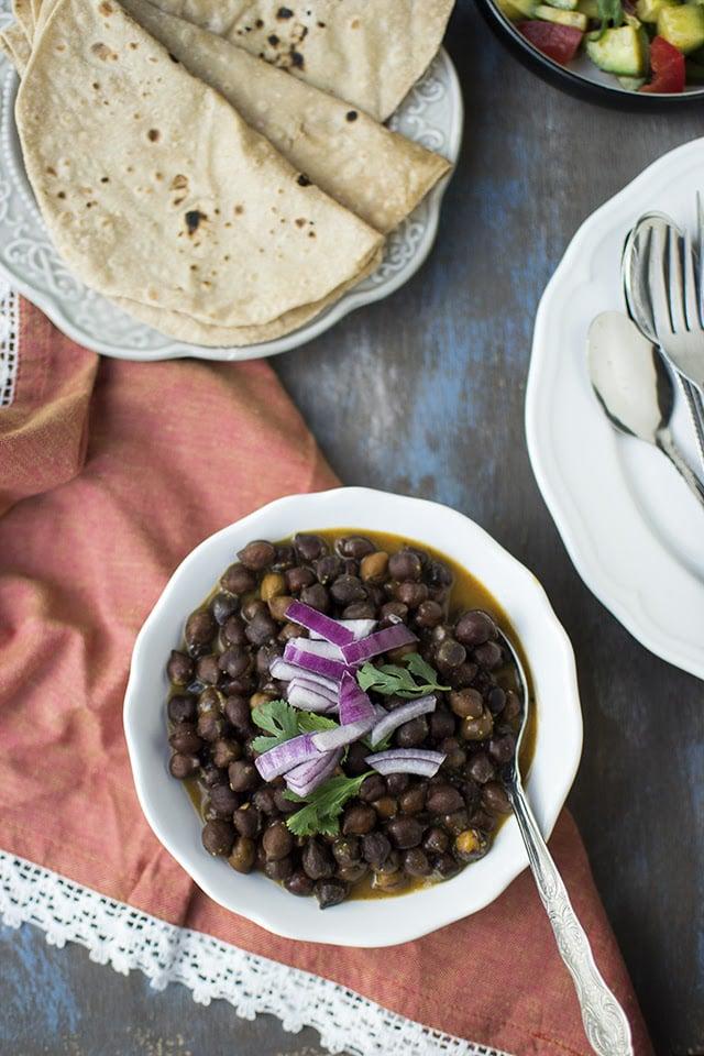 rasawala-chana-gujarati-saucy-chickpea-curry.43475.jpg