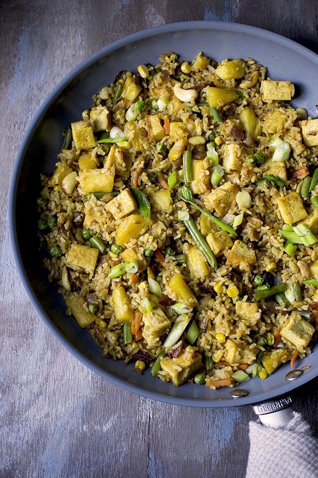 thai-pineapple-fried-rice-khao-pad-sapparot.43343.jpg