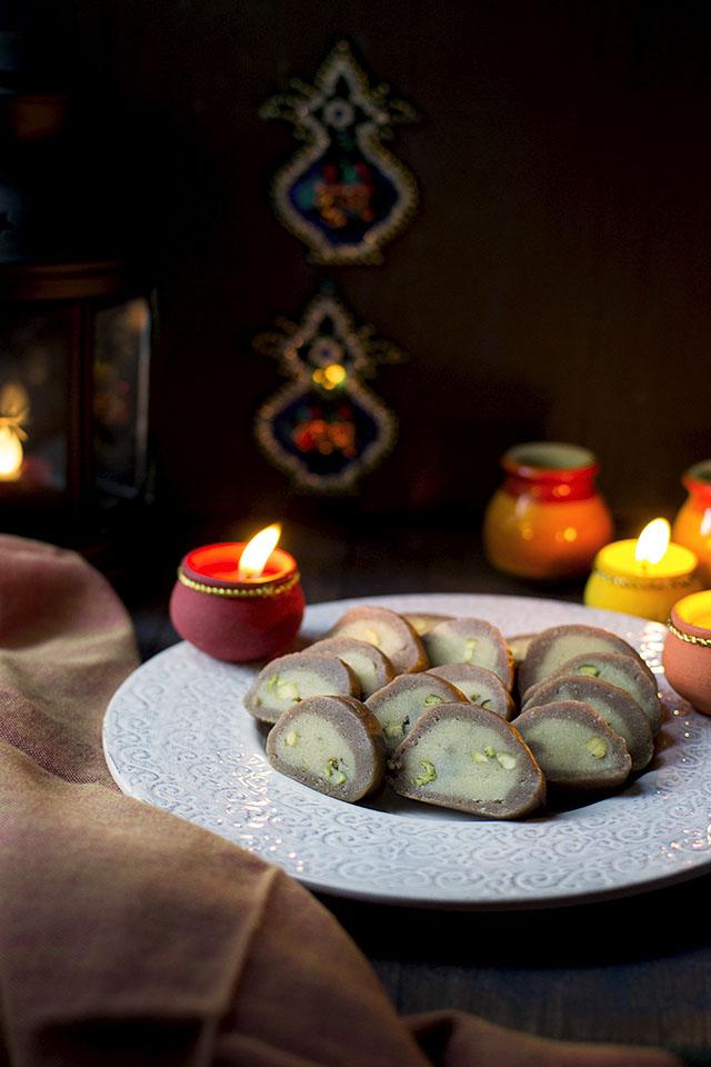 chocolate-pistachio-rolls1s