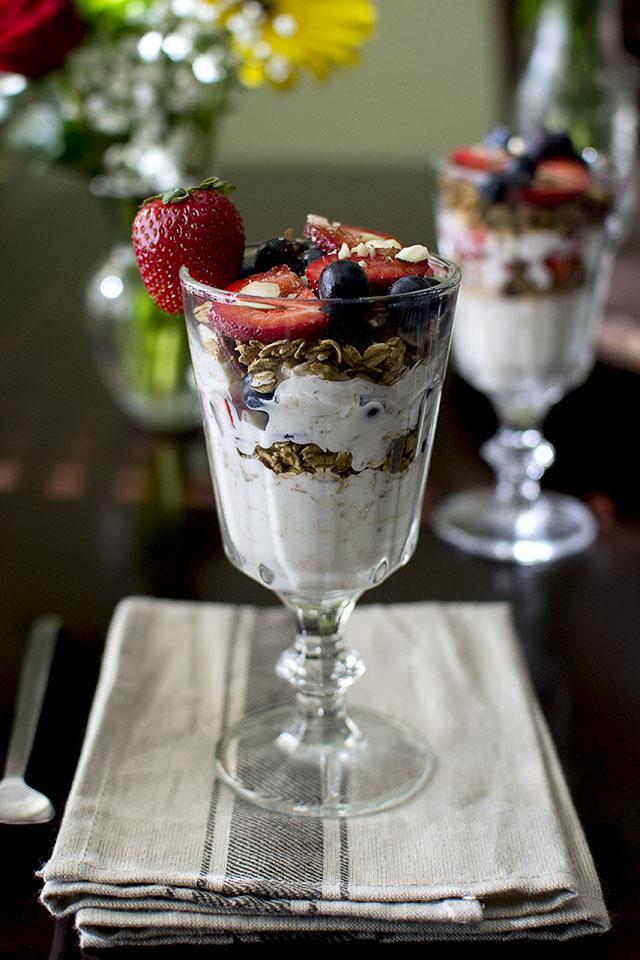 oats-granola-parfait5s