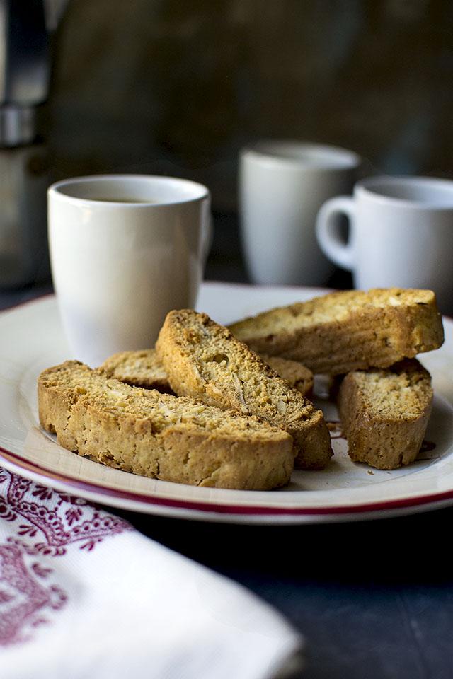 mini-almond-biscotti3s