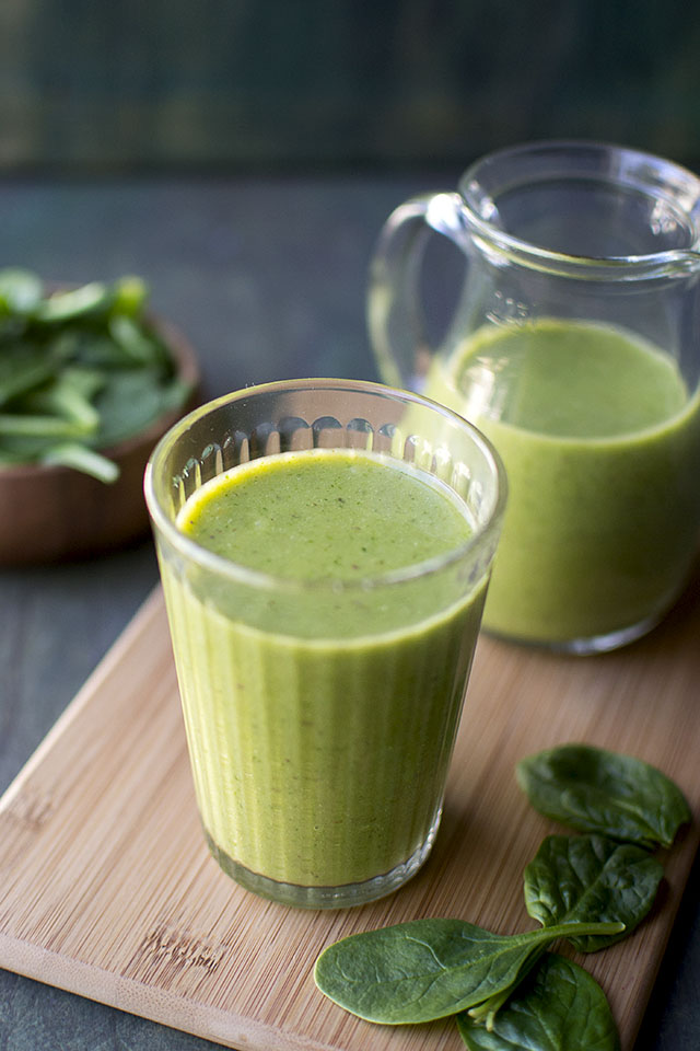 Spinach and Mango Green Smoothie