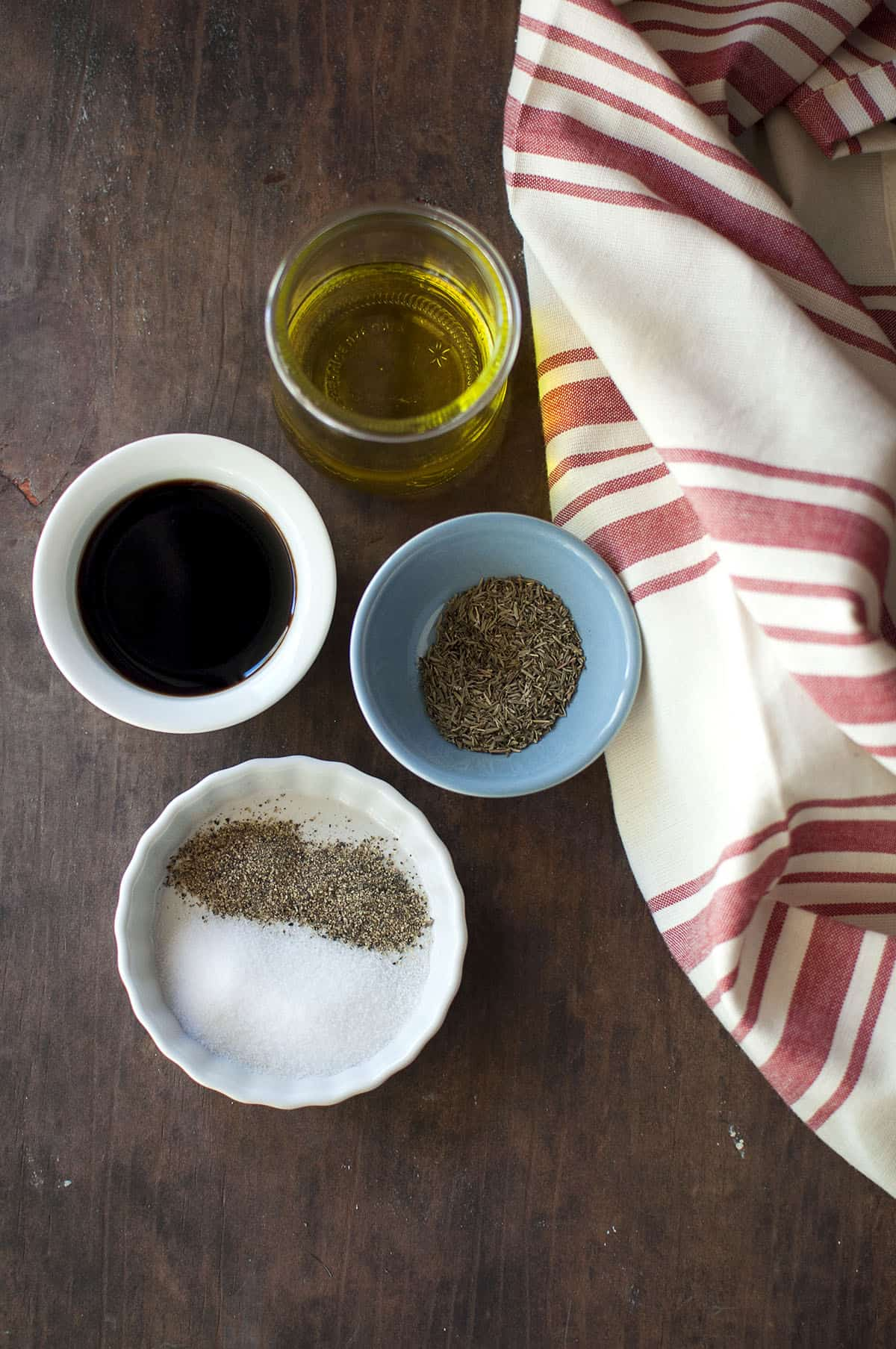 Ingredients for the recipe - olive oil, balsamic vinegar, dried thyme, salt and pepper