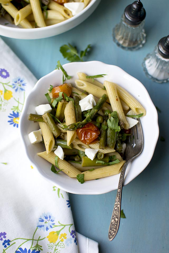 Pasta with Asparagus, Tomatoes and Peas